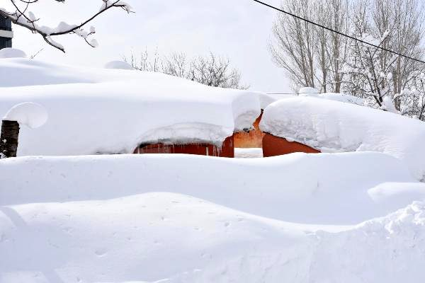 bitlis-te-kardan-yollar-kapandi-okullar-yarin-12903638_o.png