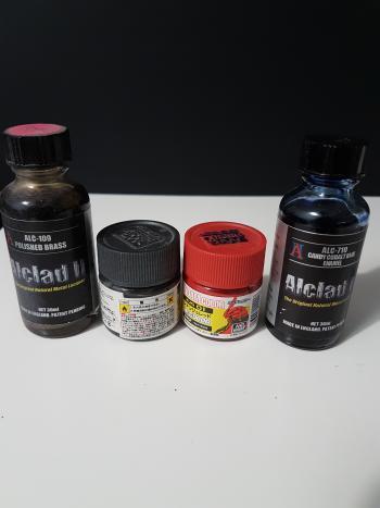 IMAGE Plusieurs types de peinture laqué