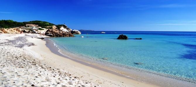 Pláž a moře Sardinie-plaz-Spiaggia-di-Is-Arutas-Italie_rfx2sf