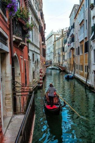 Gondola ve městě Gondola