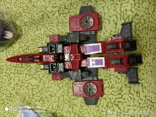 Jouets Transformers Generations: Nouveautés Hasbro - Page 24 Earthrise-Cyclonus-Thrust-Soundwave--TOP-GUN-Maverick02
