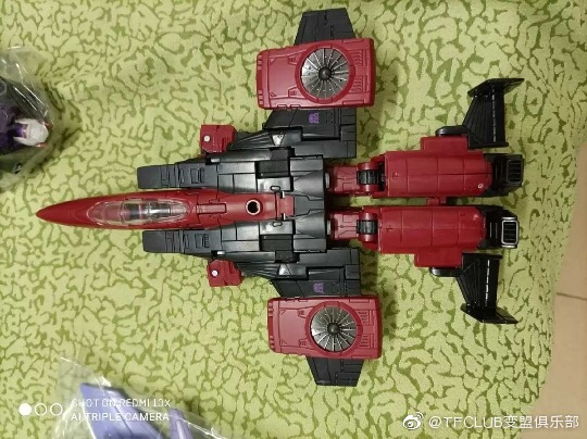 Jouets Transformers Generations: Nouveautés Hasbro - Page 24 Earthrise-Cyclonus-Thrust-Soundwave--TOP-GUN-Maverick01