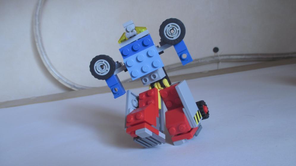 Customs de LeaderOptimus : le côté Lego - Page 3 IMG_4064