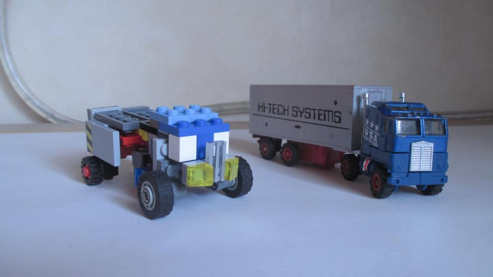 Customs de LeaderOptimus : le côté Lego - Page 3 IMG_4065
