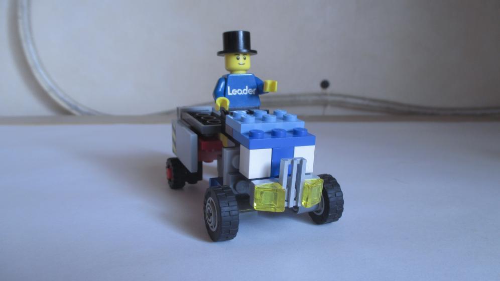 Customs de LeaderOptimus : le côté Lego - Page 3 IMG_4068